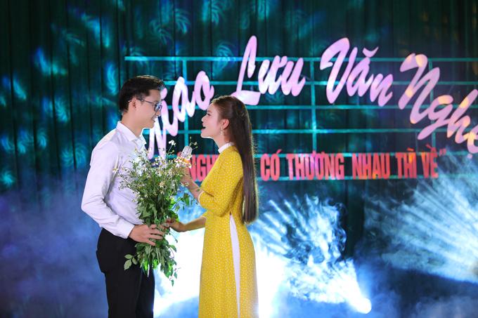 MV do đạo diễn Dương Lan Hương thực hiện, có nội dung về cô gái Phạm Phương Thảo đưa người thương trở về Nghi Lộc để được sống giữa tình người ấm áp của dân quê.