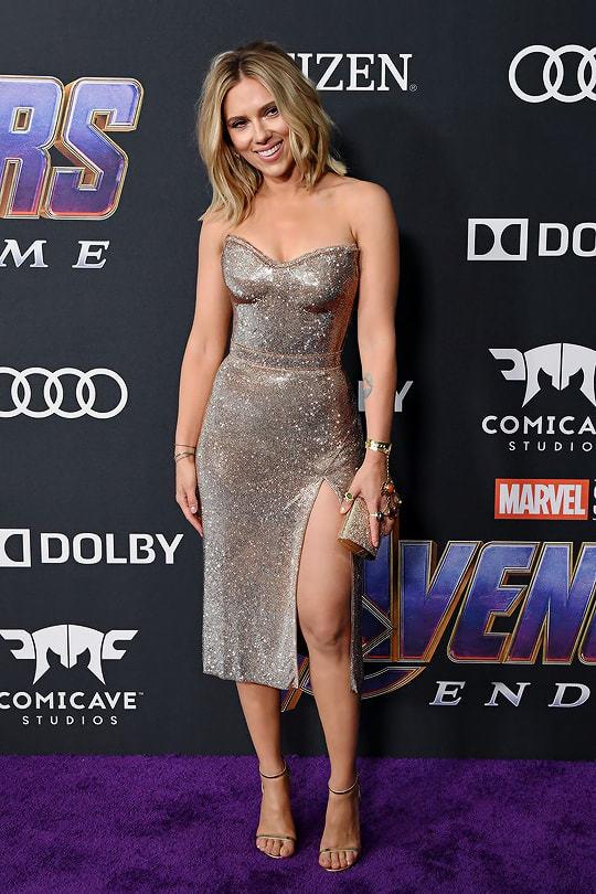 Scarlett Johansson tập luyện cường độ cao và ăn chay để giữ dáng