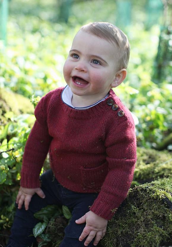 Hoàng tử Louis tại Anmer Hall, Norfolk được mẹ Kate chụp nhân dịp sinh nhật 1 tuổi. Ảnh: Kensington Place.
