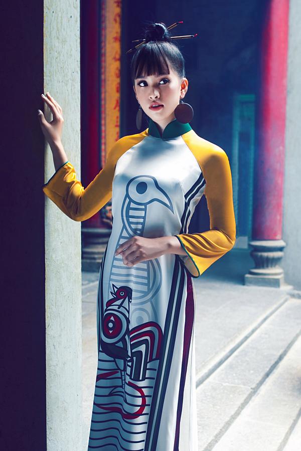 Bộ ảnh được hoàn thiện với sự hỗ trợ của nhiếp ảnh gia Phạm Khánh Linh, trang điểm Minh Ch