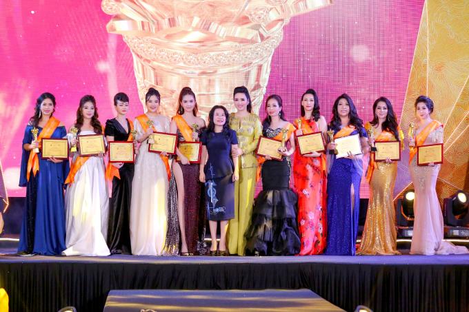 Nhà sáng lập thương hiệu mỹ phẩm Mẹ Ken nhận giải Bông hồng Quyền lực 2019 - 2