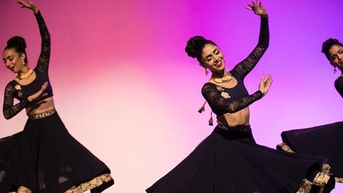 Chủ tịch ClassPass (giữa)là vũ công múa Ấn Độ. Ảnh: ClassPass.