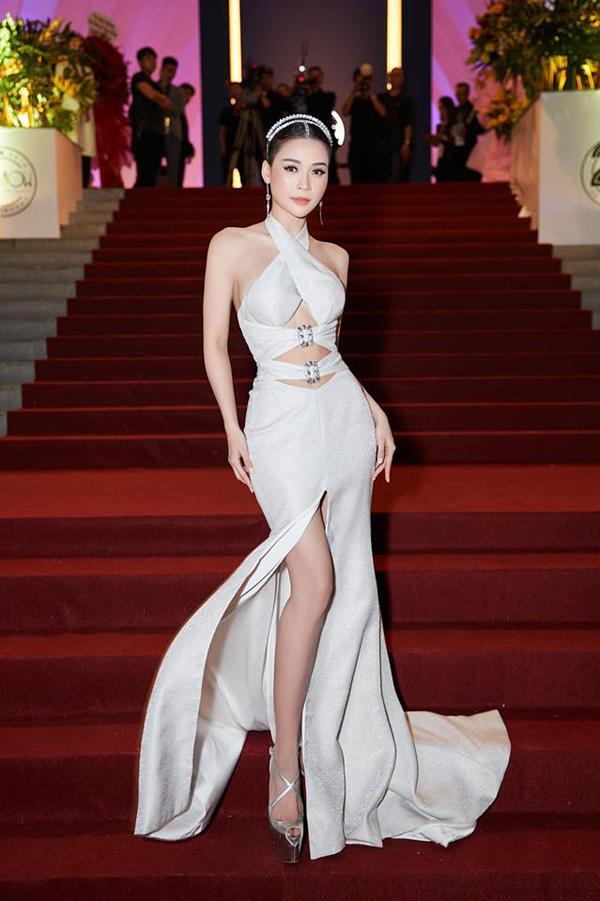 Sao Việt khuấy đảo mốt váy cut-out