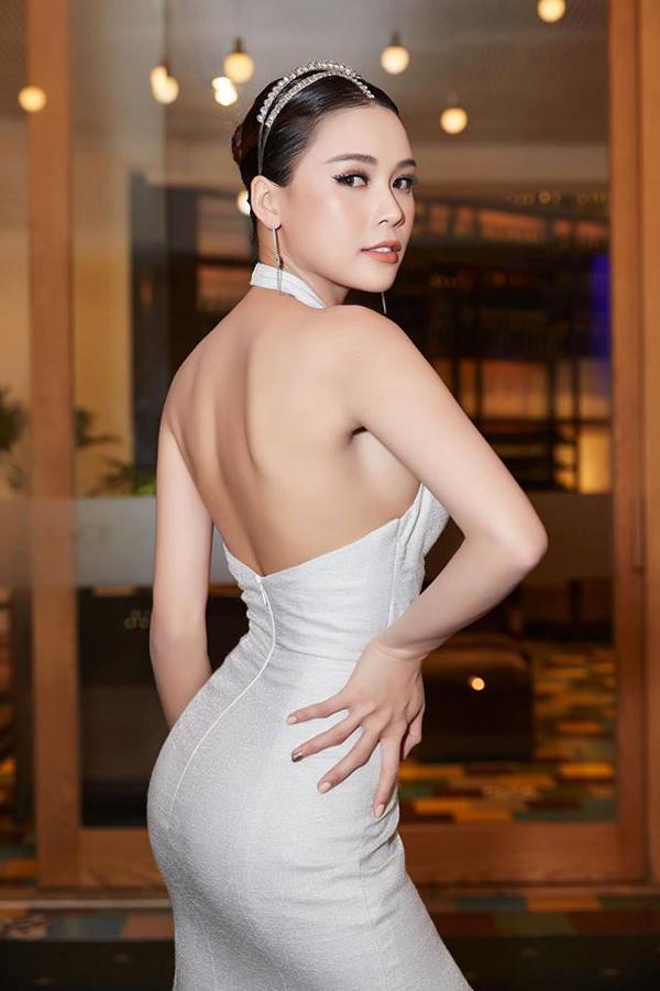 Sao Việt khuấy đảo mốt váy cut-out - 1