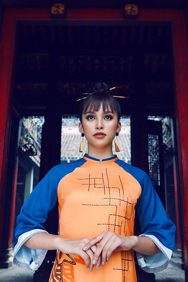 Sau hơn nửa năm đăng quang Hoa hậu Việt Nam 2018, Tiểu Vy dần tiến bố hơn trước ống kính.
