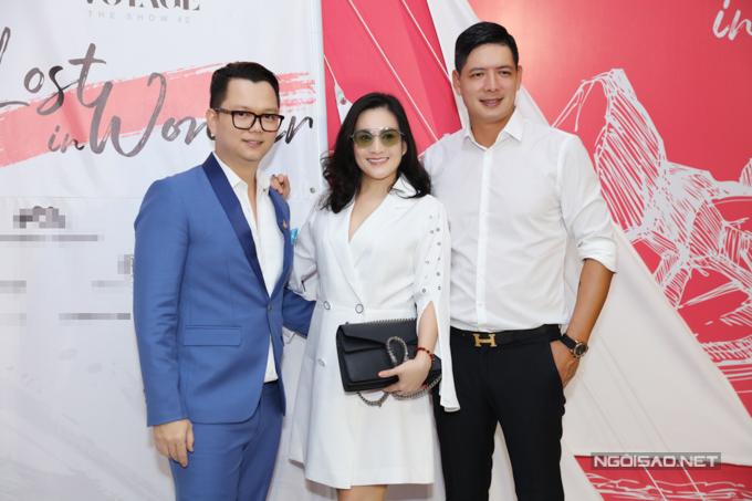 Đạo diễn Long Kan (vest xanh) và vợ chồng diễn viên Bình Minh - Anh Thơ.