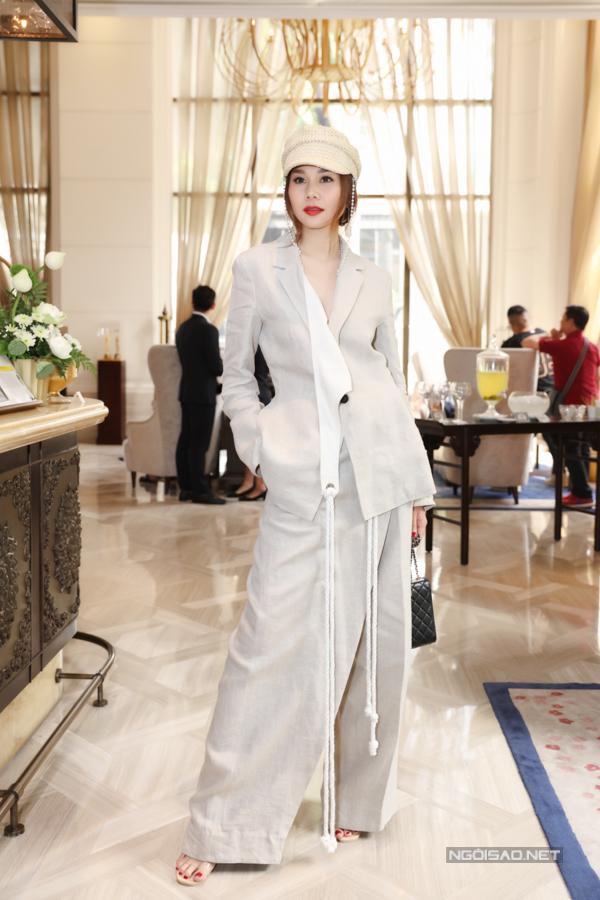 Chiều 24/4, Thanh Hằng và các người đẹp, nhà thiết kế cùng góp mặt trong buổi họp báo giới thiệu chương trình Fashion Voyage mùa hai.