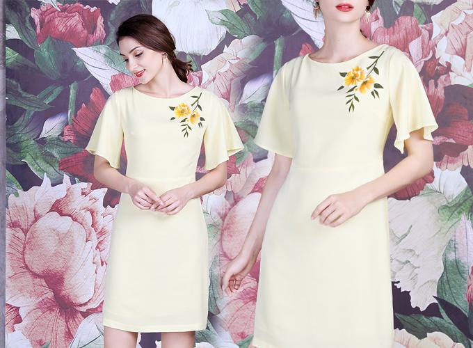 Nếu yêu thích các họa tiết hoa thêu tay, bạn gái có thể lựa chọn cho mình mẫu đầm vẽ hoa tay loa AD170358 từ thương hiệu KIMI. Giá bán ưu đãi: 492.000 đồng.