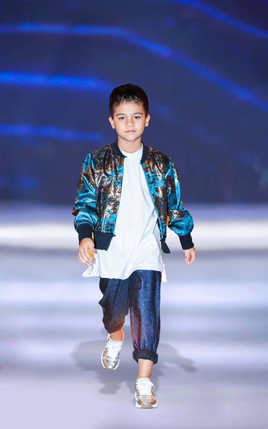 Góp mặt trong một chương trình thời trang được tổ chức tại TP HCm, Kaylan và anh trai cùng đảm nhận vai trò người mẫu. Hai nhóc tỳ và các bạn nhỏ của Pinkids cùng giới thiệu các mẫu trang phục mới nhất đến từ thương hiệu K&K.