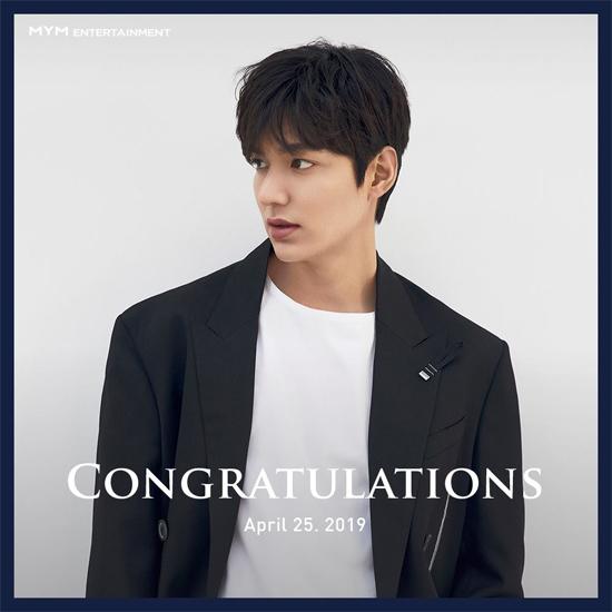 Công ty quản lý của Lee Min Ho -MYM Entertainment thông báo chính thức rằng tài tử đã xuất ngũ, đồng thời tiết lộ anh đang nghiên cứu các dự án công việc, trước khi chính thức trở lại. Facebook của MYM Entertainment đăng tải hình ảnh tài tử, kèm theo lời chào đón từ đơn vị quản lý.