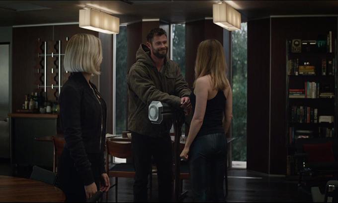 Thần Sấm Thor mang đến nhiều tiếng cười vừa hài hước vừa chua chát.