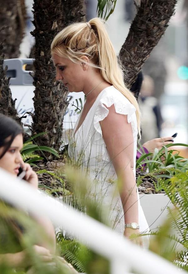 Britney hy vọng mọi người cho cô thời gian riêng tư để xóa bỏ stress, khôi phục sức khỏe thể chất và tinh thần.