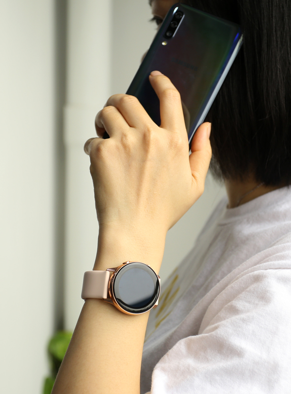 Galaxy Watch Active: Phụ kiện cho bạn gái năng động - 1