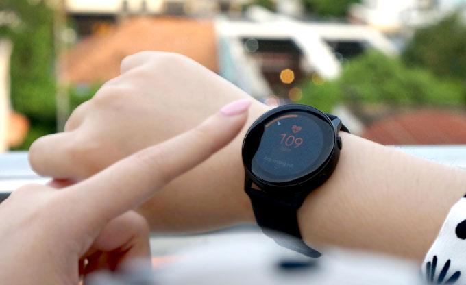 Galaxy Watch Active: Phụ kiện cho bạn gái năng động