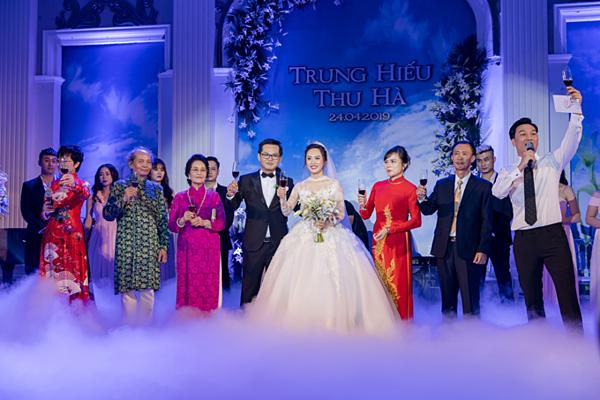 Thảo Vân, Thành Trung làm MC trong đám cưới của NSND Trung Hiếu.