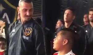 Ibrahimovic khiến fan 'tan chảy' khi động viên cậu bé mascot