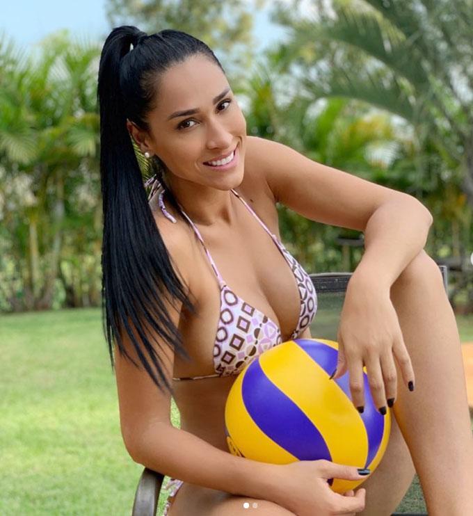 Người đẹp 35 tuổi là VĐV bóng chuyền giàu thành tích tại Brazil. Ảnh: Instagram.