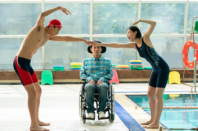 Ba diễn viên có nhiều cảnh diễn chung hài hước.
