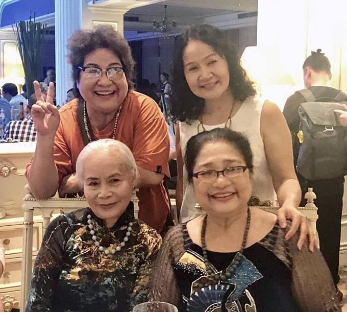 Minh Vượng hội ngộ cùng nghệ sĩ Ngọc Thoa, Kim Xuyến... trong đám cưới NSND Trung Hiếu.