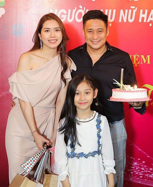 Gia đình nhỏ của Minh Tiệp trong bữa tiệc mừng sinh nhật người đẹp Thùy Dương hồi giữa tháng 4/2019.