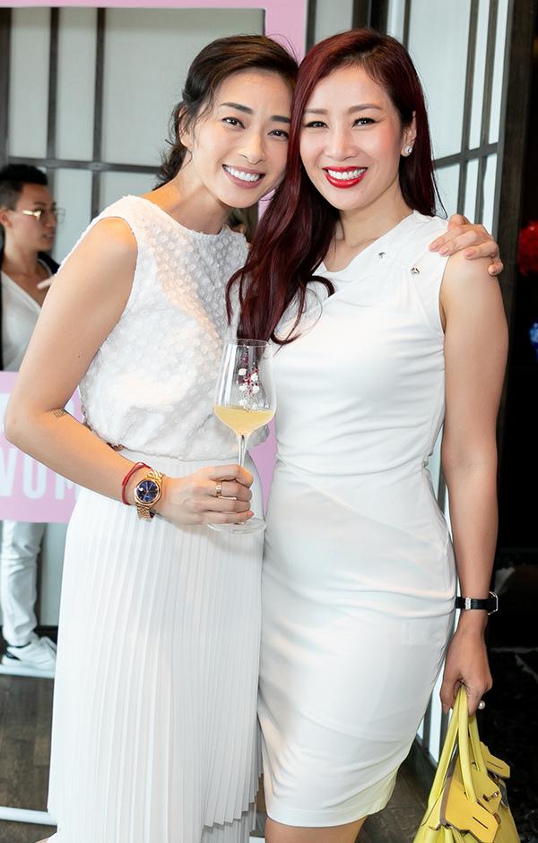 Quý bà Thu Hương là một trong các khách mời của buổi tiệc.