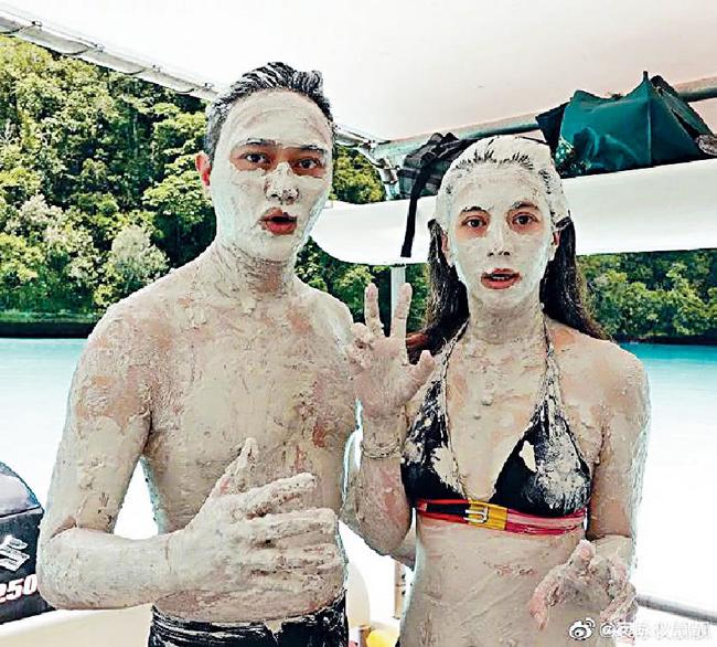 Trước đó, Trí Lâm và Vịnh Nghi khiến khán giả chú ý khi chia sẻ ảnh đi nghỉ với nhau. Hoa hậu Hong Kong vóc dáng thon thả, nuột nà, trong khi ông xã đã có bụng.Trương Trí Lâm là nghệ sĩ nổi tiếng Hong Kong, anh được fan yêu mến với Anh hùng xạ điêu, Đường về hạnh phúc, Bao la vùng trời 2... Anh kết hôn với Hoa hậu Viên Vịnh Nghi năm 2001 và có một con trai, cuộc sống hôn nhân rất hạnh phúc.