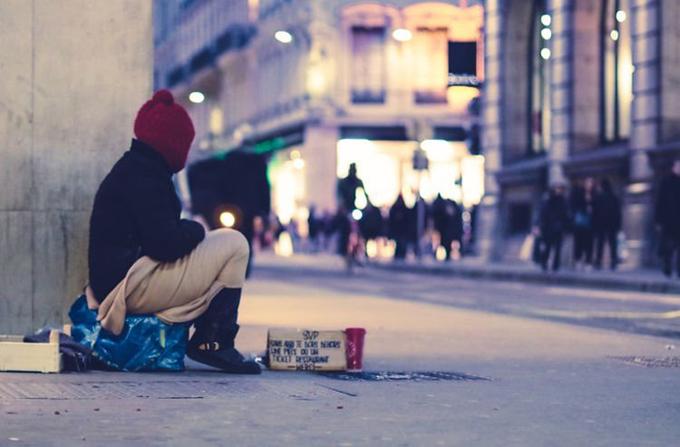 Người vô gia cư trên đường phố. Ảnh minh họa: Unsplash.