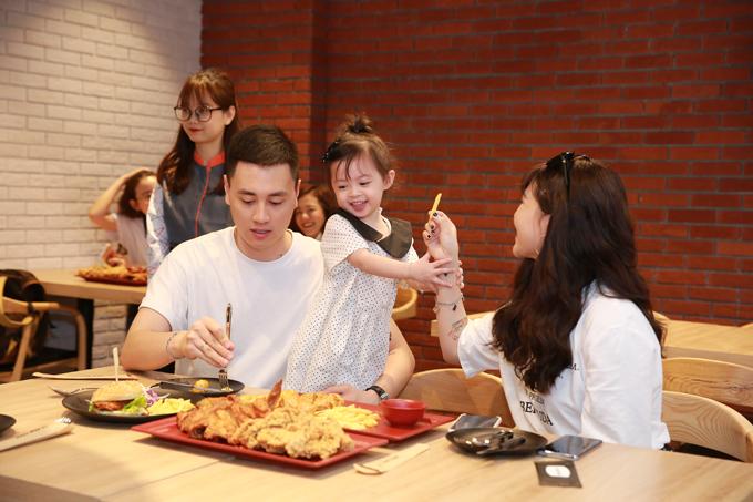 Với không gian thoáng, rộng, thực đơn đa dạng, C.P. Five Star sẽ mang đến nhiều trải nghiệm ẩm thực thú vị cho giới trẻ và các gia đình tại Thủ đô.