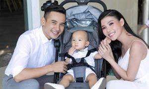 Thúy Diễm - Lương Thế Thành lần đầu bế con trai đi sự kiện
