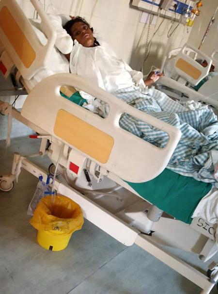 Hetal Sarofi đang điều trị trong bệnh viện. Ảnh: SWNS.
