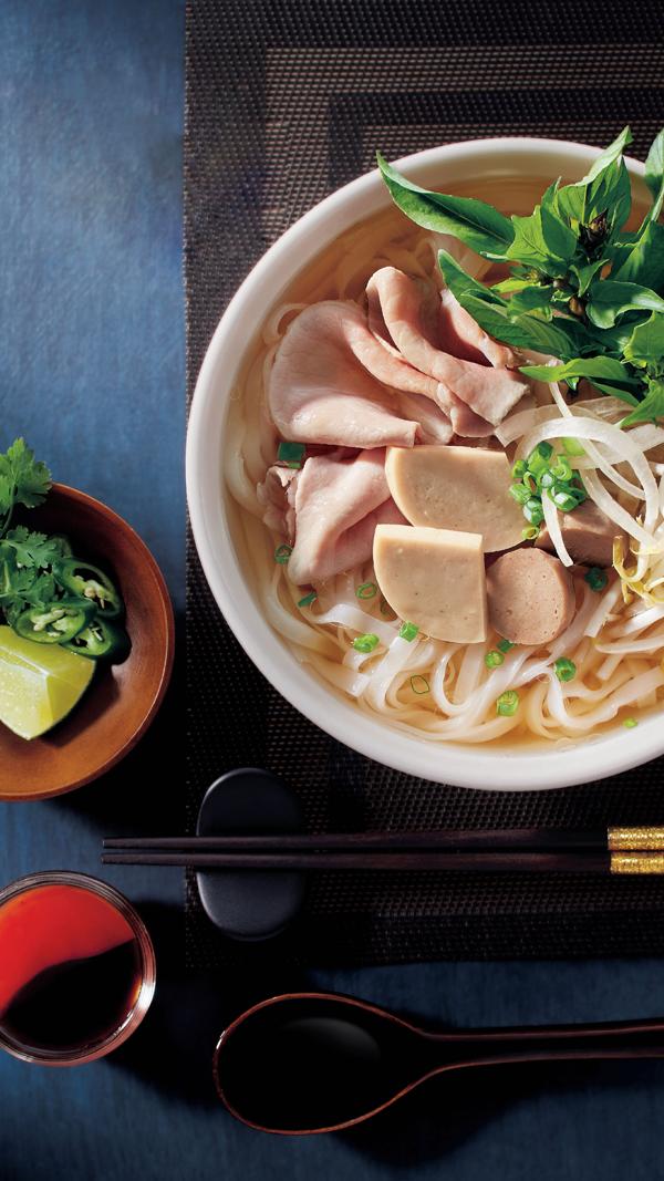 Phở - món ăn truyền thống Việt Nam là điểm nhấn trong menu nhà hàng với ba khẩu vị phở heo, bò hoặc gà. Theo ông Suphat Sritanatorn - Phó tổng giám đốc cấp cao lĩnh vực chế biến và kinh doanh thực phẩm thuộc Công ty cổ phần chăn nuôi C.P. Việt Nam, đưa phở vào menu là một thử nghiệm mới, nhằm mang đến cho khách nhiều lựa chọn bên cạnh món gà hay đồ ăn nhẹ. Phở là món ăn quen thuộc tại Việt Nam, cũng là đặc sản khách hàng quốc tế đến Việt Nam đều muốn nếm thử. Chúng tôi hy vọng với sự đầu tư vào quá trình R&D, nghiên cứu kỹ lưỡng sản phẩm, khách hàng sẽ nhận ra nét quen thuộc lẫn khác biệt trong món phở ở C.P. Five Star | Phở Đi, vị này cho biết.