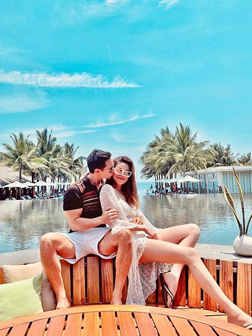 Kim Lý hôn Hồ Ngọc Hà khi nghỉ dưỡng ở Đà Nẵng.