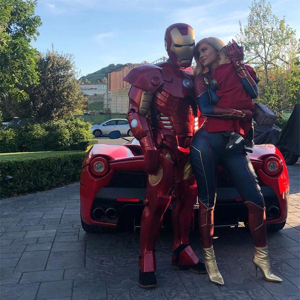Travis Scott sẽ tròn 27 tuổi vào ngày 30/4 nhưng anh được Kylie Jenner tổ chức sinh nhật trước vào tối 25/4, đúng ngày bom tấn Avengers: Endgame ra rạp. Để bắt kịp cơn sốt của bộ phim, cả nhà Kylie hóa thân thành biệt đội siêu anh hùng.
