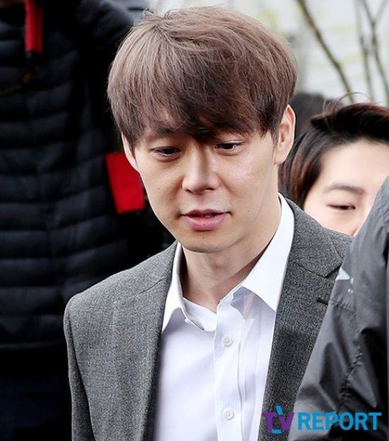 Park Yoo Chun thần thái vẫn rất tươi tỉnh.