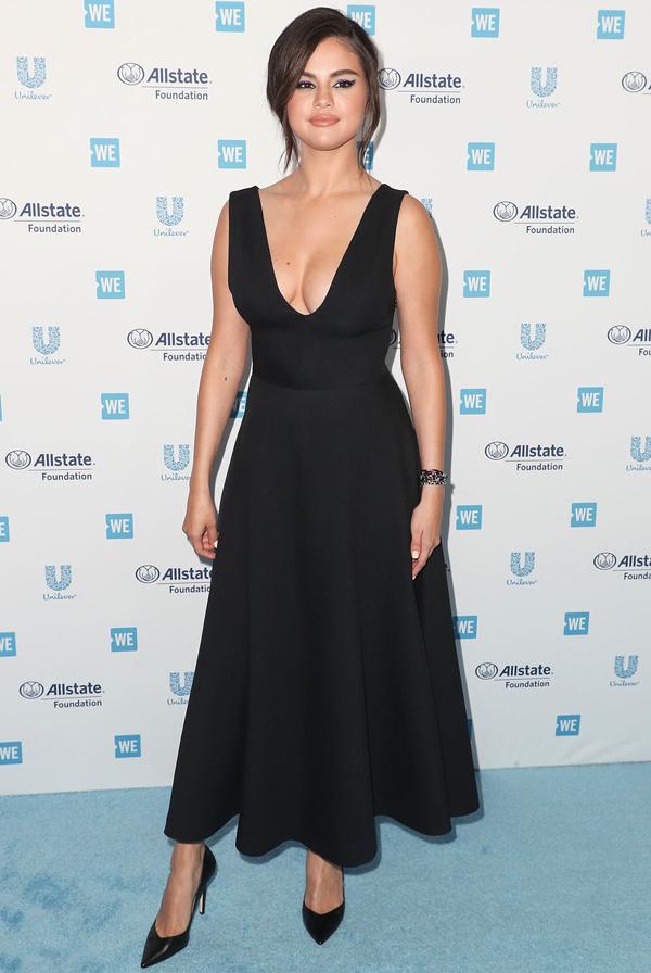 Kể từ sau lễ ra mắt phim Transylvania 2 vào tháng 6 năm ngoái, Selena đã không tới thảm đỏ. Cô trải qua gần một năm rời xa ánh đèn sân khấu, đi điều trị tâm lý và dành thời gian chăm sóc bản thân.