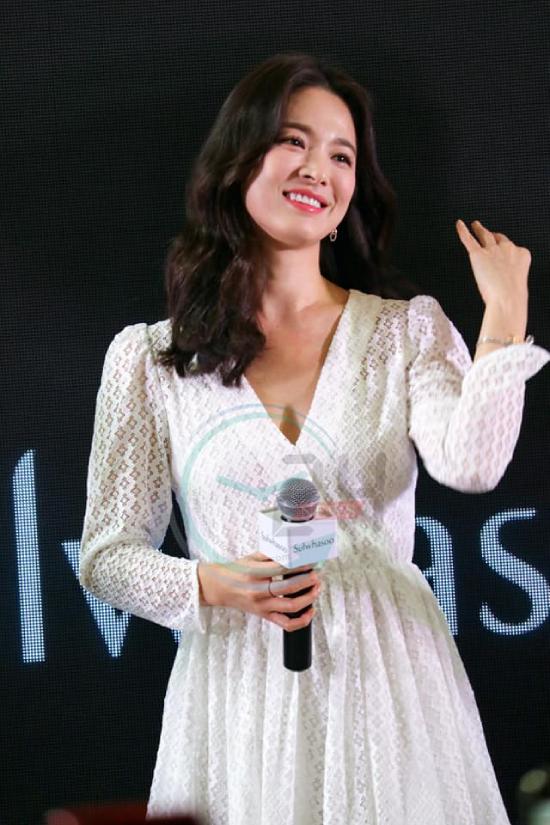 Song Hye Kyo khiến fan Thái ngơ ngẩn với khoảnh khắc hất tóc - 2