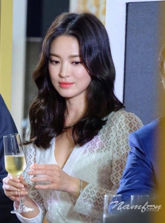 Fan Thái khen Song Hye Kyo như một nàng công chúa.