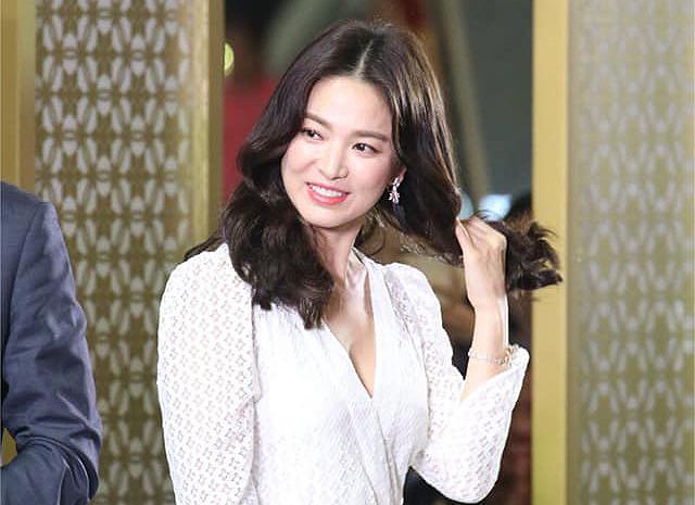 Đáp lại mọi ồn ào, Song Hye Kyo chỉ im lặng.