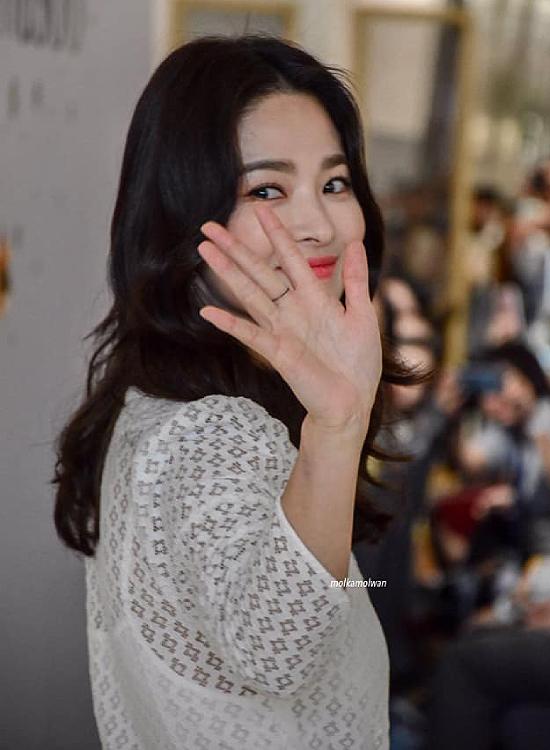 Song Hye Kyo là ngôi sao gần như không scandal của Hàn Quốc,cô được ngưỡng mộ bởi nhan sắc nổi trội và diễn xuất ấn tượng.