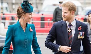 Harry cười đùa với chị dâu Kate khi vắng mặt William