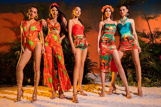 Sử dụng ba màu sắc chủ đạo làmàu xanh turquoise của nước biển Andaman, màu hồng fushia và màu cam đỏ của rang chiều, cùng những họa tiết tropical được vẽ riêng cầu kì, tinh tế.
