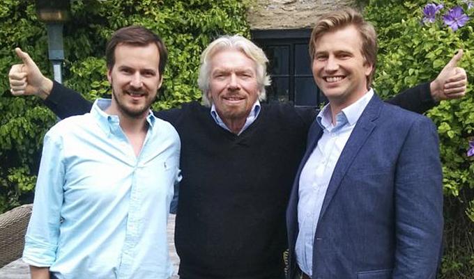 Đồng sáng lập Taavet Hinrikus của TransferWise (trái) và nhà đầu nổi tiếngRichard Branson (giữa). Ảnh: BBC.