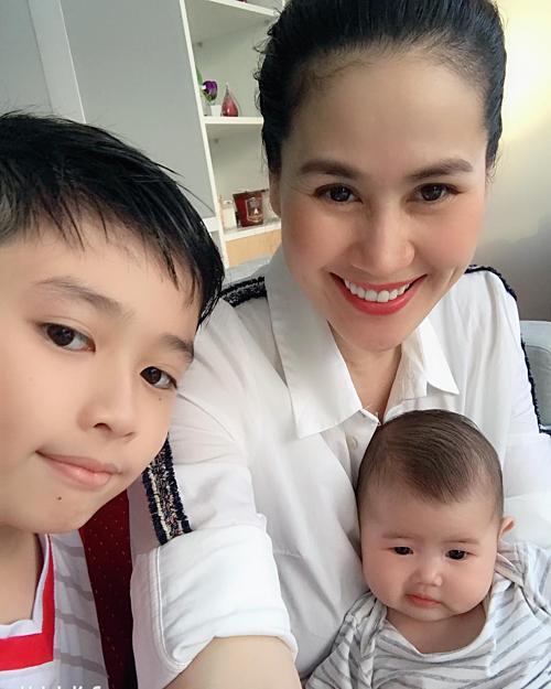 Thân Thúy Hà hài lòng với cuộc sống mẹ đơn thân của hai con.