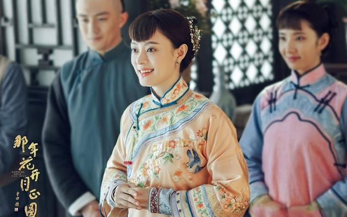 Tôn Lệ đóng chính trong phim Năm ấy hoa nở trăng vừa tròn - một trong các bom tấn ăn khách năm 2017.
