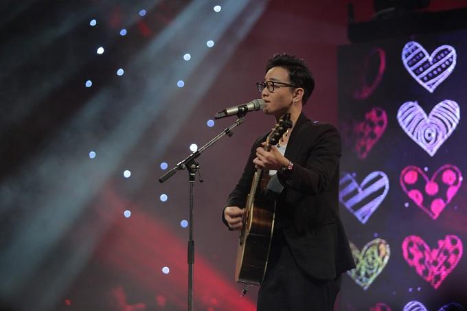 Hoàng Rob thể hiện ca khúc Đôi lời tình ca.