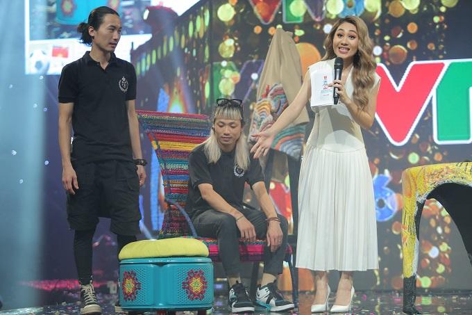 Thử thách Dọn rác được hưởng ứng bởi nhiều bạn trẻ và người nổi tiếng cũng cũng xuất hiện trong đêm sinh nhật VTV6. MC Minh Trang, nhóm nhặt rác Sanlon tóc Justin M giới thiệu những sản phẩm tái chế đến từ Triển lãm vàng mười.