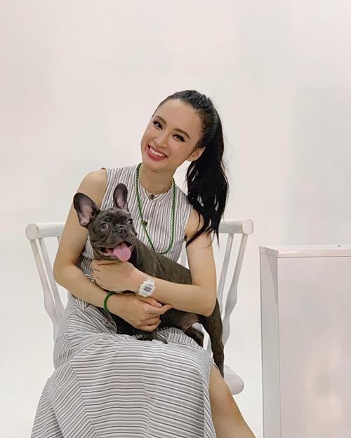 Angela Phương Trinh pose hình cùng chó cưng.