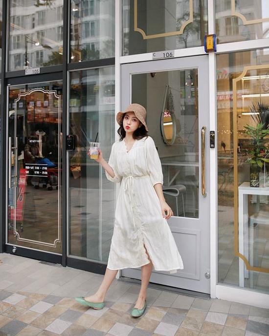 Các chất liệu vải nhẹ nhàng và thông thoángđược dùng để mang tới các kiểu váy mang lại sự thoải mái cho người mặc.