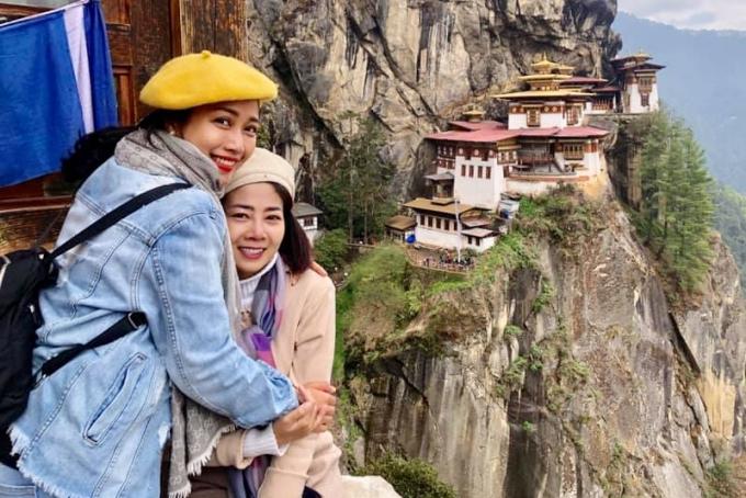 Sau nhiều giờ, Ốc Thanh Vân - Mai Phương đến được điểm dừng chân và có thể ngắm toàn cảnh Tigers Nest hùng vĩ.