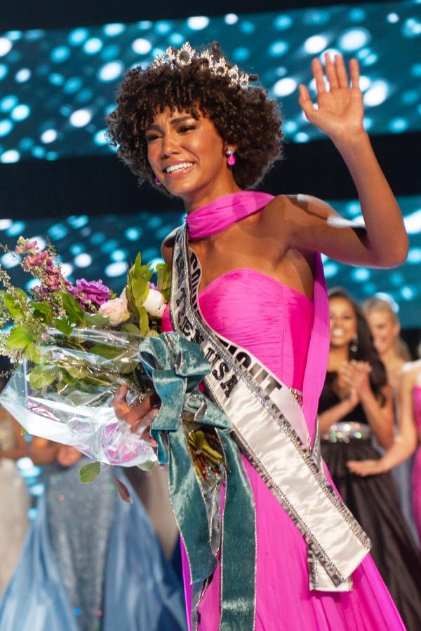 Nữ sinh tóc mỳ gói đăng quang Miss Teen USA 2019 - 1